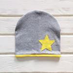 Шапка двухслойная с кантом и звездой, серый меланж/желтый